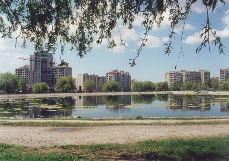 Бровари, Грушевського 15